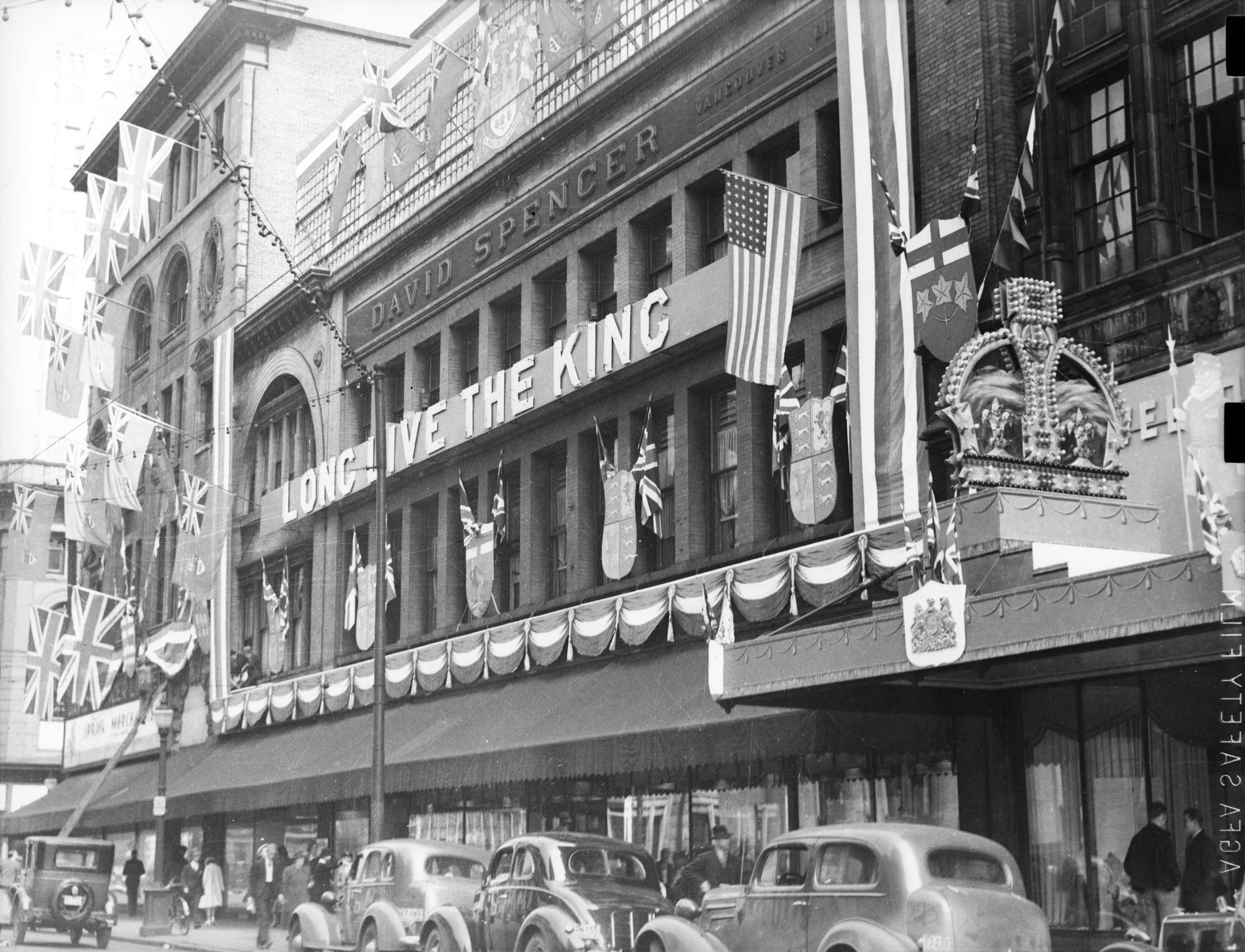 Spencer's Department Store decorated for visit of King George VI and Queen Elizabeth in 1939 (Vancouver Committee for the Reception of their Majesties)