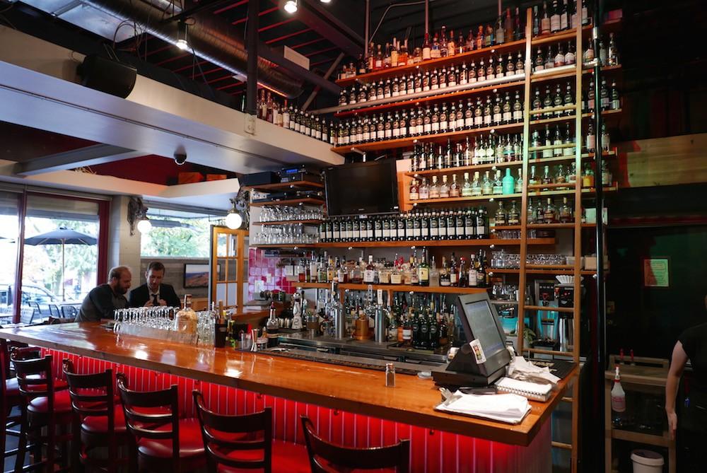Fet's Whisky Bar (Henry Allan)