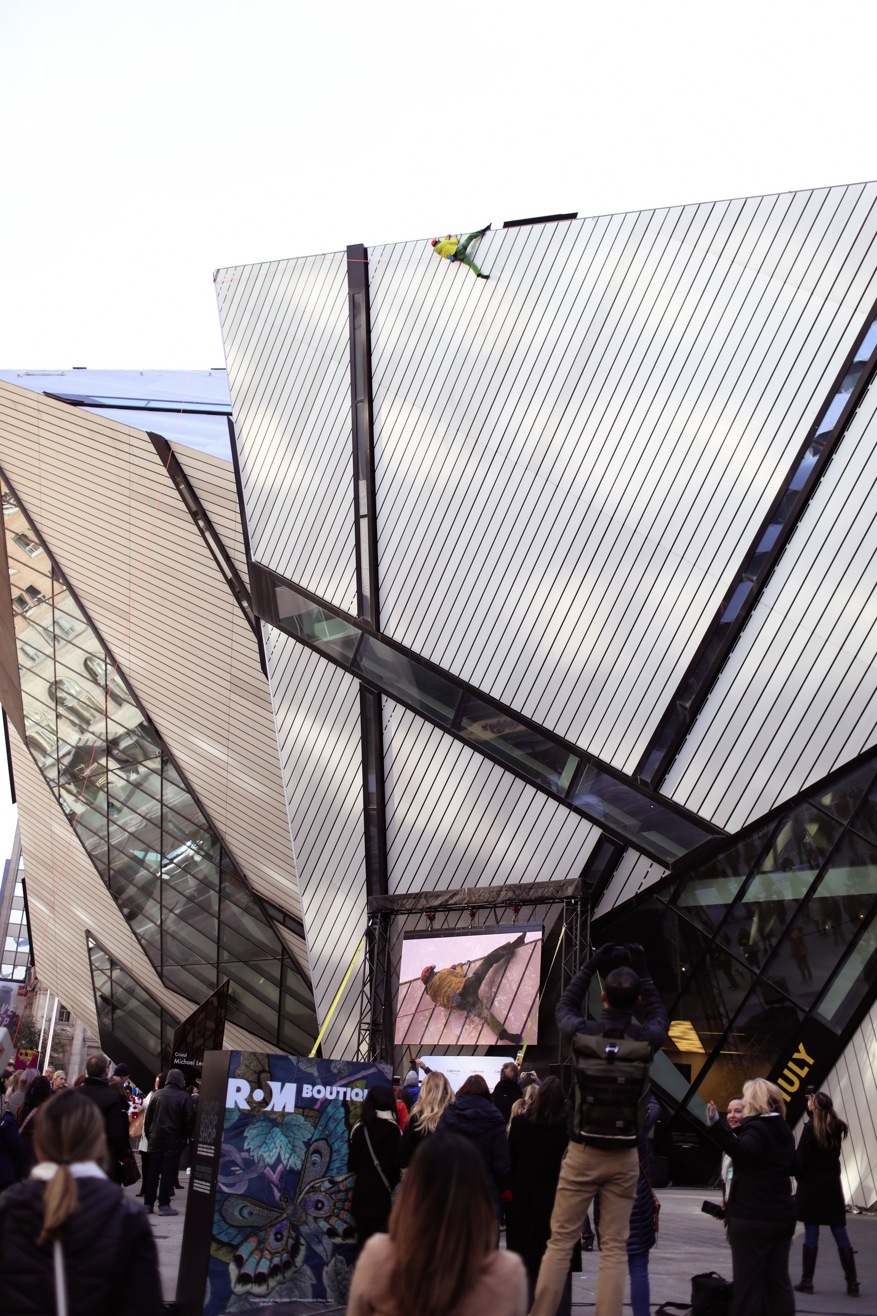 California climber Kevin Jorgeson reaches new heights atop the Royal Ontario Museum (CNW Group/Visit California)