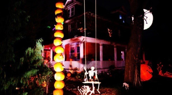 18 of the spookiest Halloween houses in Toronto