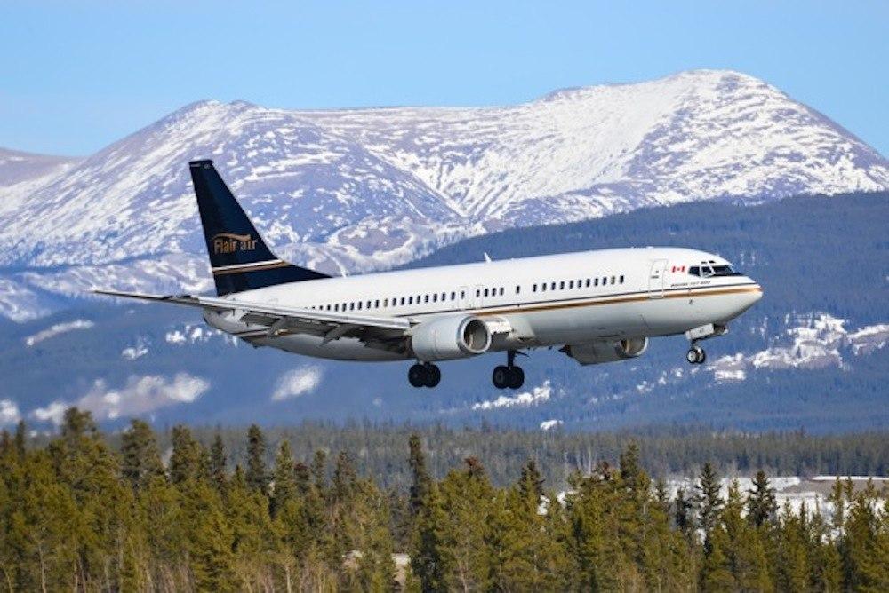 Newleaf airlines boeing 737