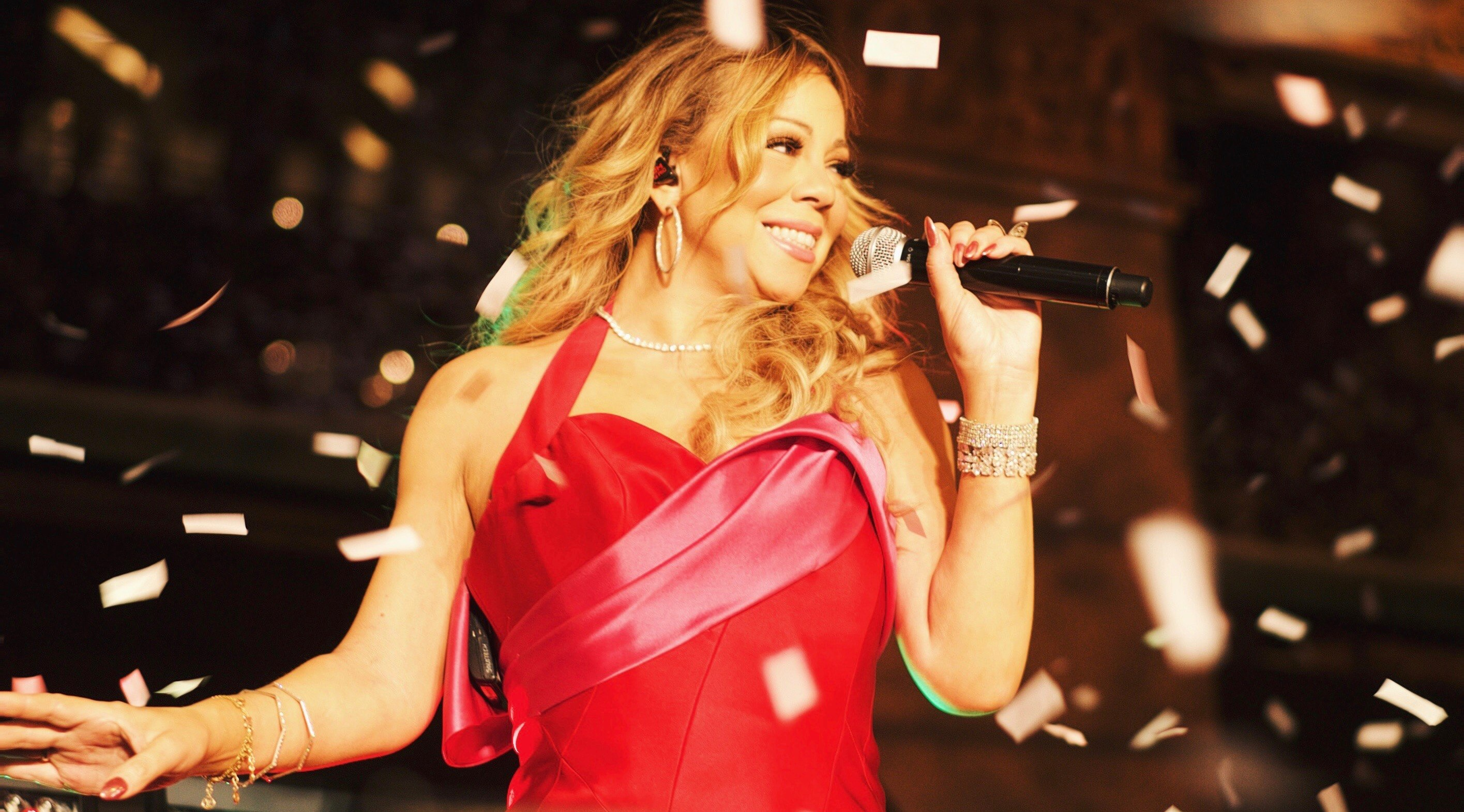 21 photos and videos that capture the insanity of last night's Mariah Carey concert in Toronto