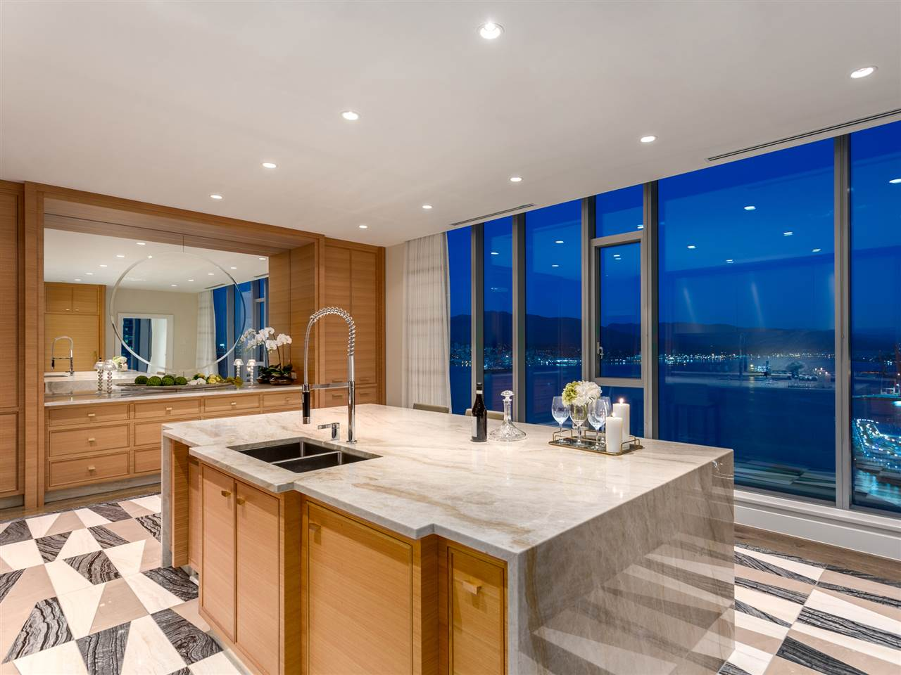 Luxury penthouse at 3101-277 Thurlow Street kitchen (MacDonald Realty)