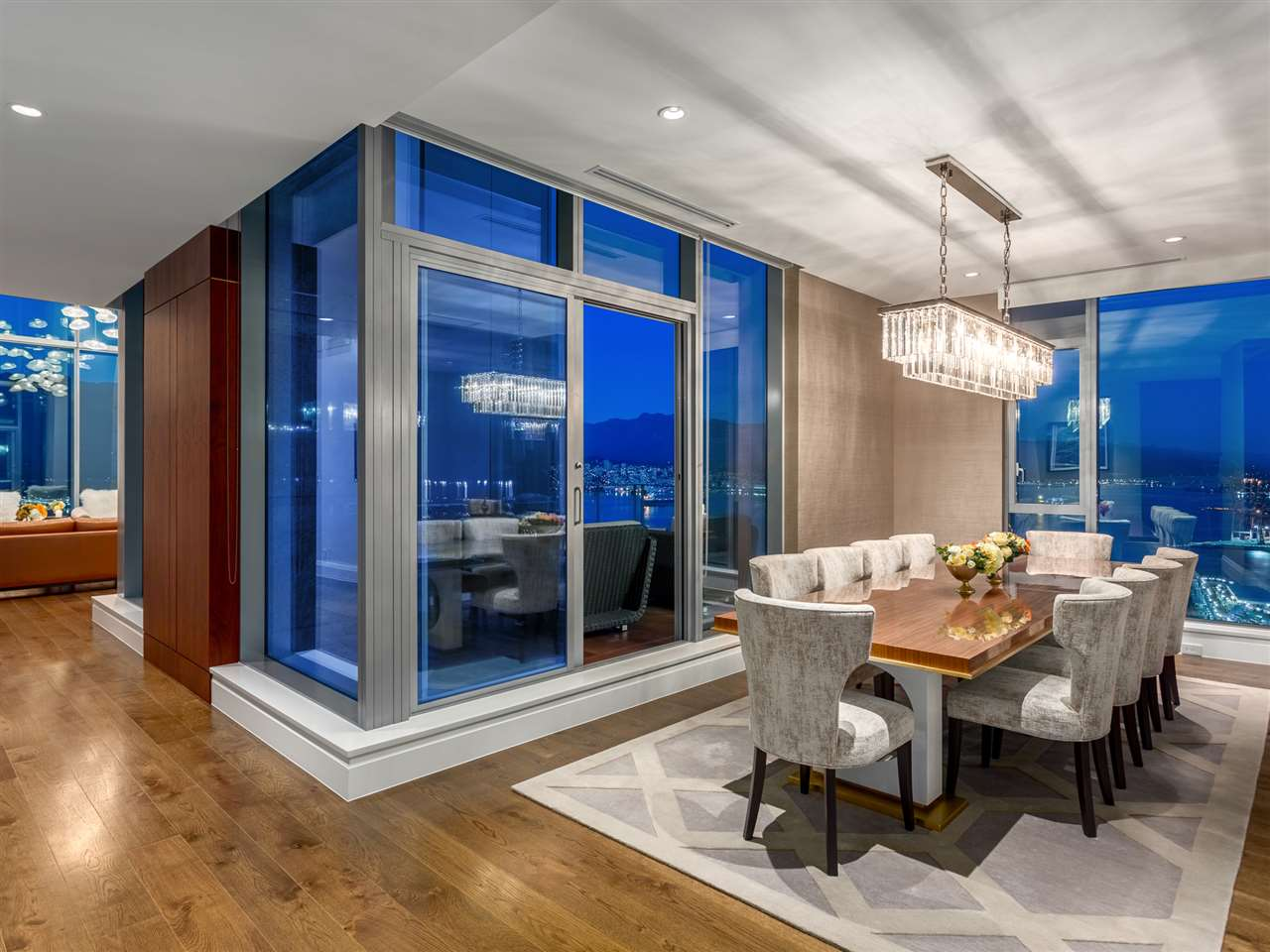 Luxury penthouse at 3101-277 Thurlow Street another dining area (MacDonald Realty)