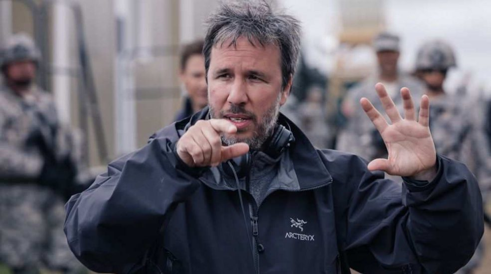 Arrival director denis villeneuve on the set of the film a e1478989623652