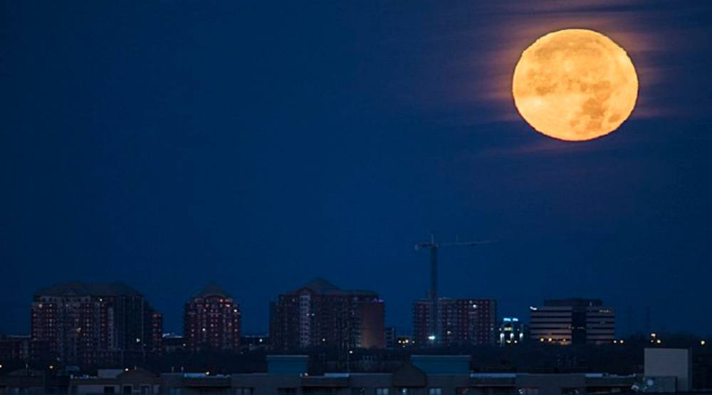 There's going to be a supermoon shining over Montreal this weekend