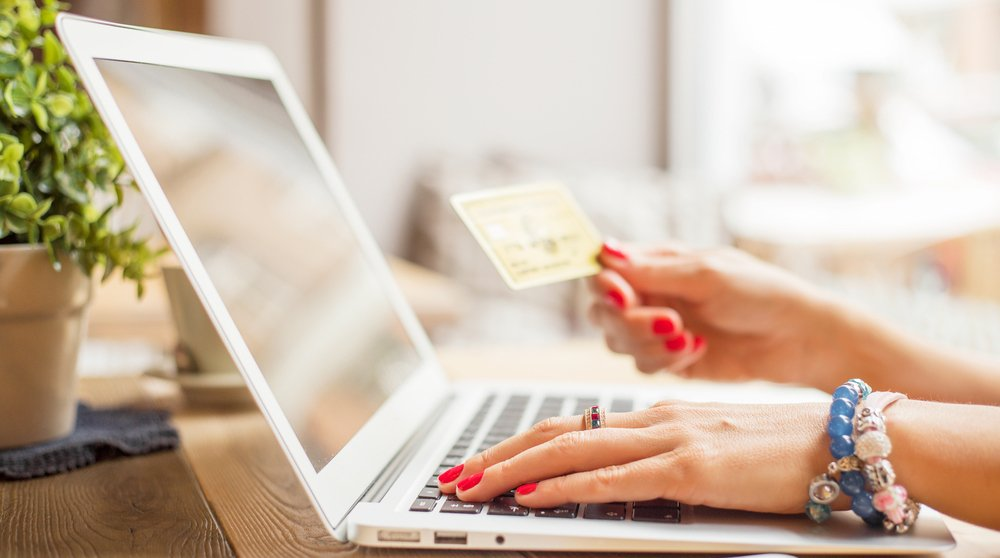 10 tips on how to stay safe while online shopping