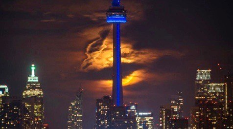 11 incredible photos of last night's (almost) supermoon in Toronto