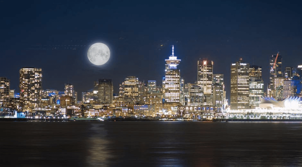 20 photos of the supermoon taking over Vancouver's night sky
