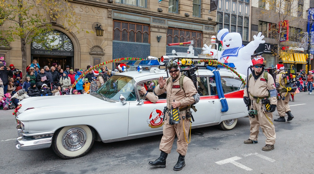 21 photos and videos from the 2016 Montreal Santa Claus Parade