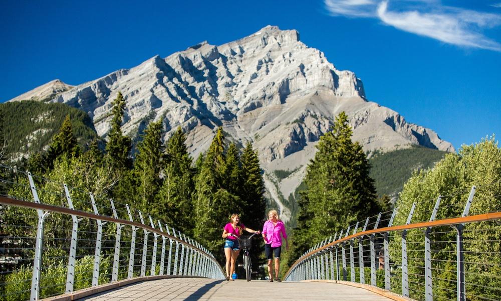 Image: Banff Lake Louise Tourism / Paul Zizka Photography