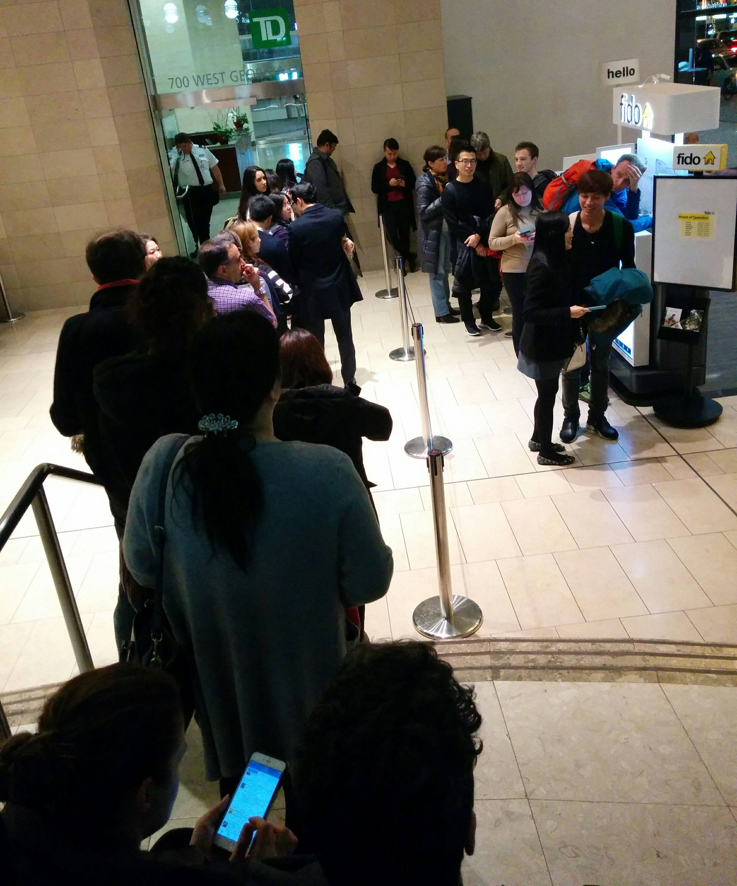 Lineup at Fido in downtown Vancouver on Monday night (Jenni Sheppard/Daily Hive)