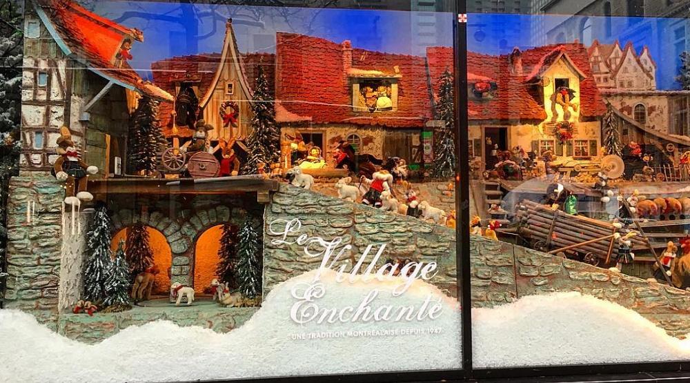 16 photos of the iconic La Maison Ogilvy Christmas display
