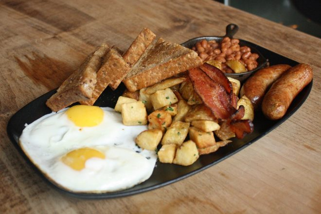 Full English Breakfast (Hanna McLean/Daily Hive)
