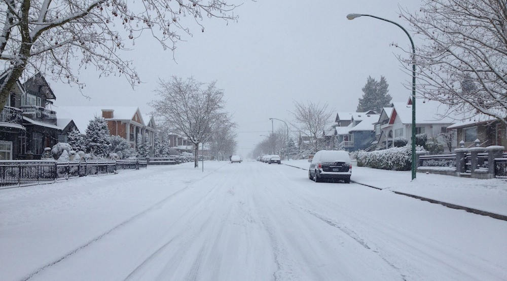 Road crews and TransLink prepare for snowfall in Vancouver