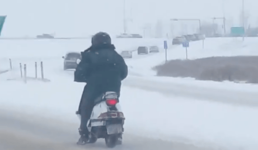 Calgary man braves harsh winter weather on a scooter (VIDEO)