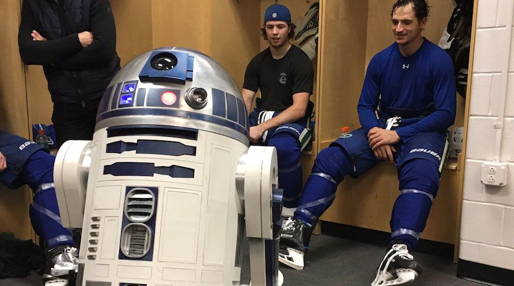 R2-D2 visits Canucks dressing room in New Jersey (VIDEO)