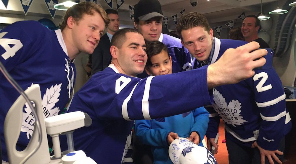 Children surprise Leafs with birthday cake at annual Sick Kids Hospital visit (VIDEO)