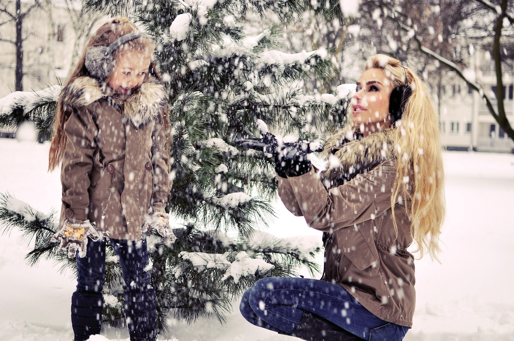 Local photographer is giving Calgarians a free Christmas photo shoot