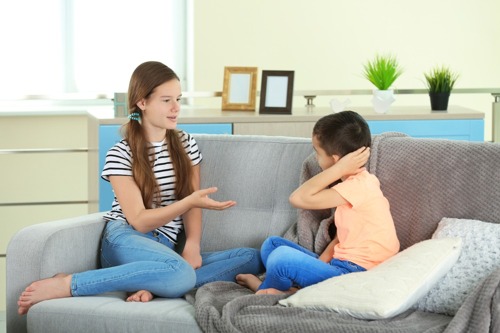 Image: Children talking / Shutterstock