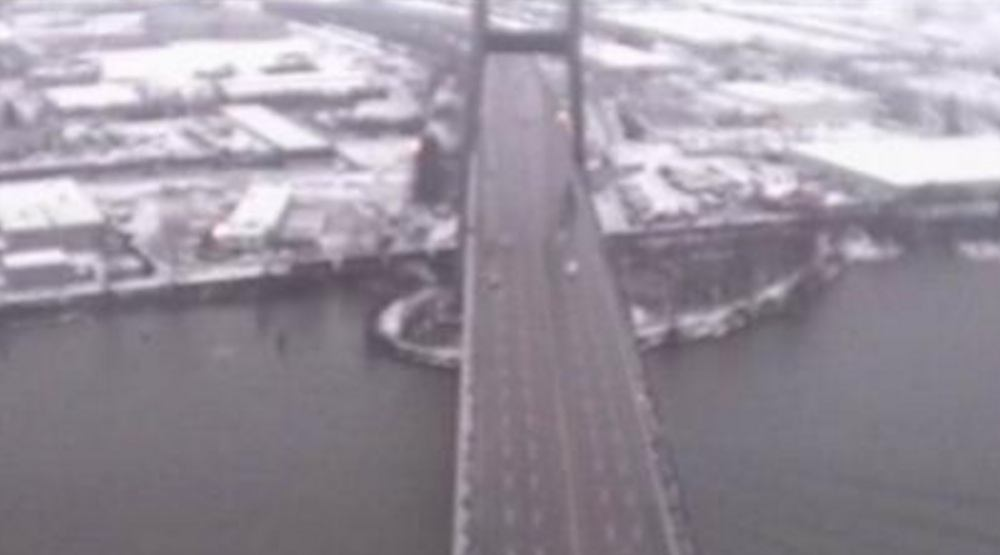 Alex Fraser Bridge closed due to falling 'ice bombs'