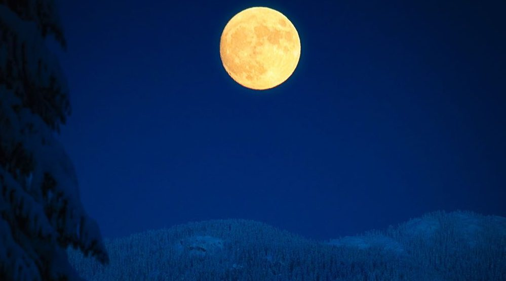 10 photos of last night's full moon over Vancouver