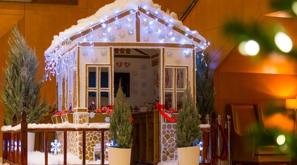 There's a life-size gingerbread house in Toronto (VIDEO)