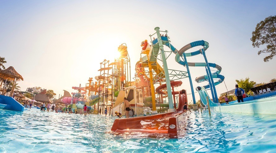Toronto's newest waterpark is looking to hire 400 new employees