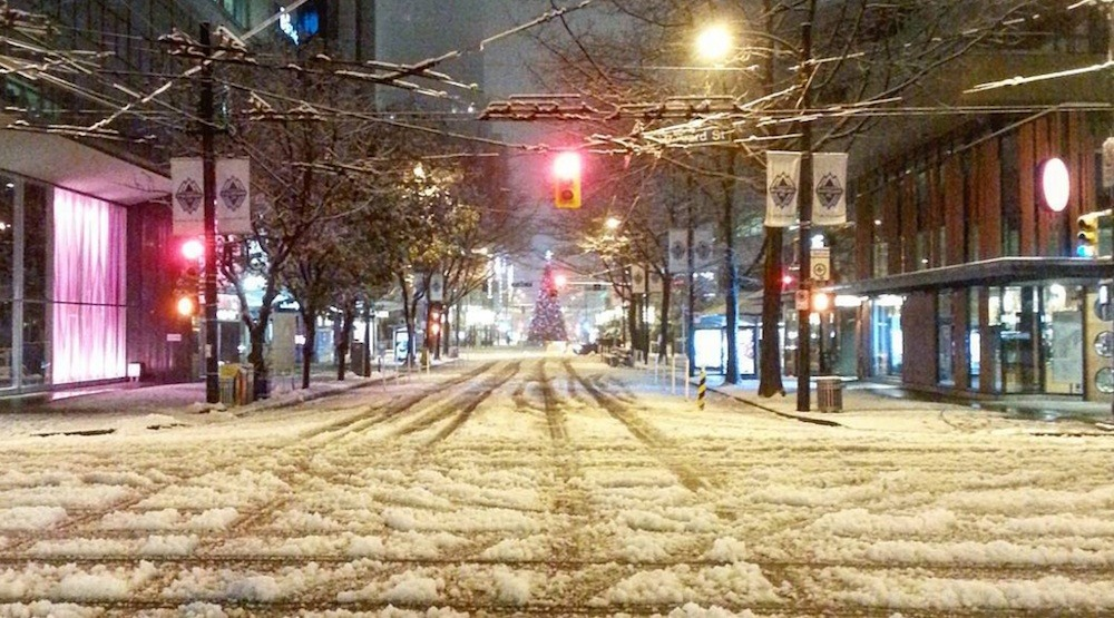 Vancouver commuters face chaotic conditions after surprise snowfall (PHOTOS)