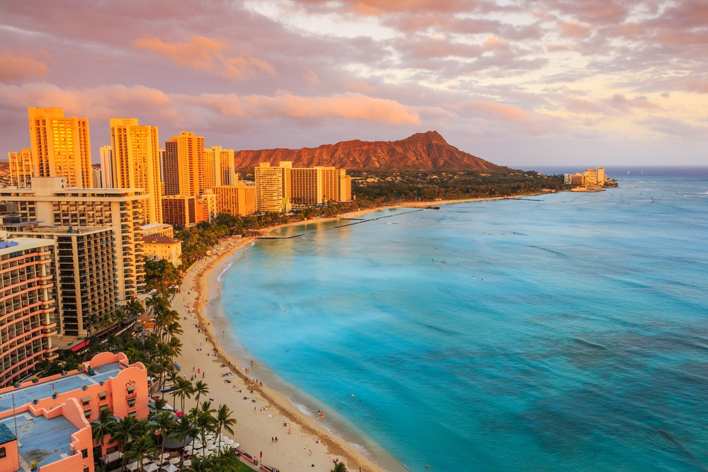 Fly from Toronto to Hawaii for $450 roundtrip this winter