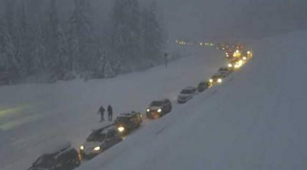 Hundreds of cars stranded in snowstorm on Coquihalla Highway (PHOTOS)