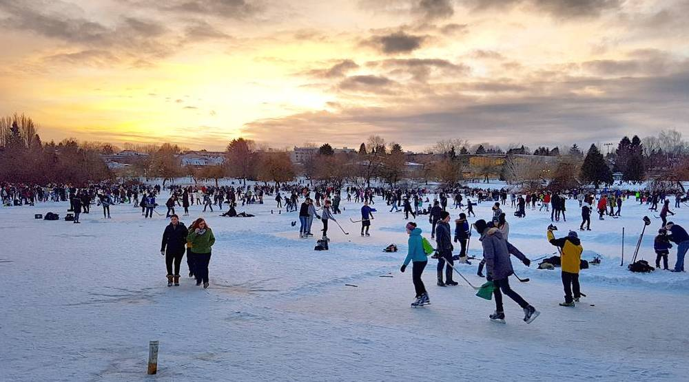 Thousands of skaters flock to frozen Trout Lake on Saturday (PHOTOS, VIDEOS)