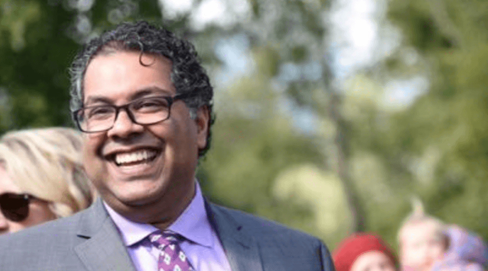 Nenshi hits back at Twitter troll with hilarious response