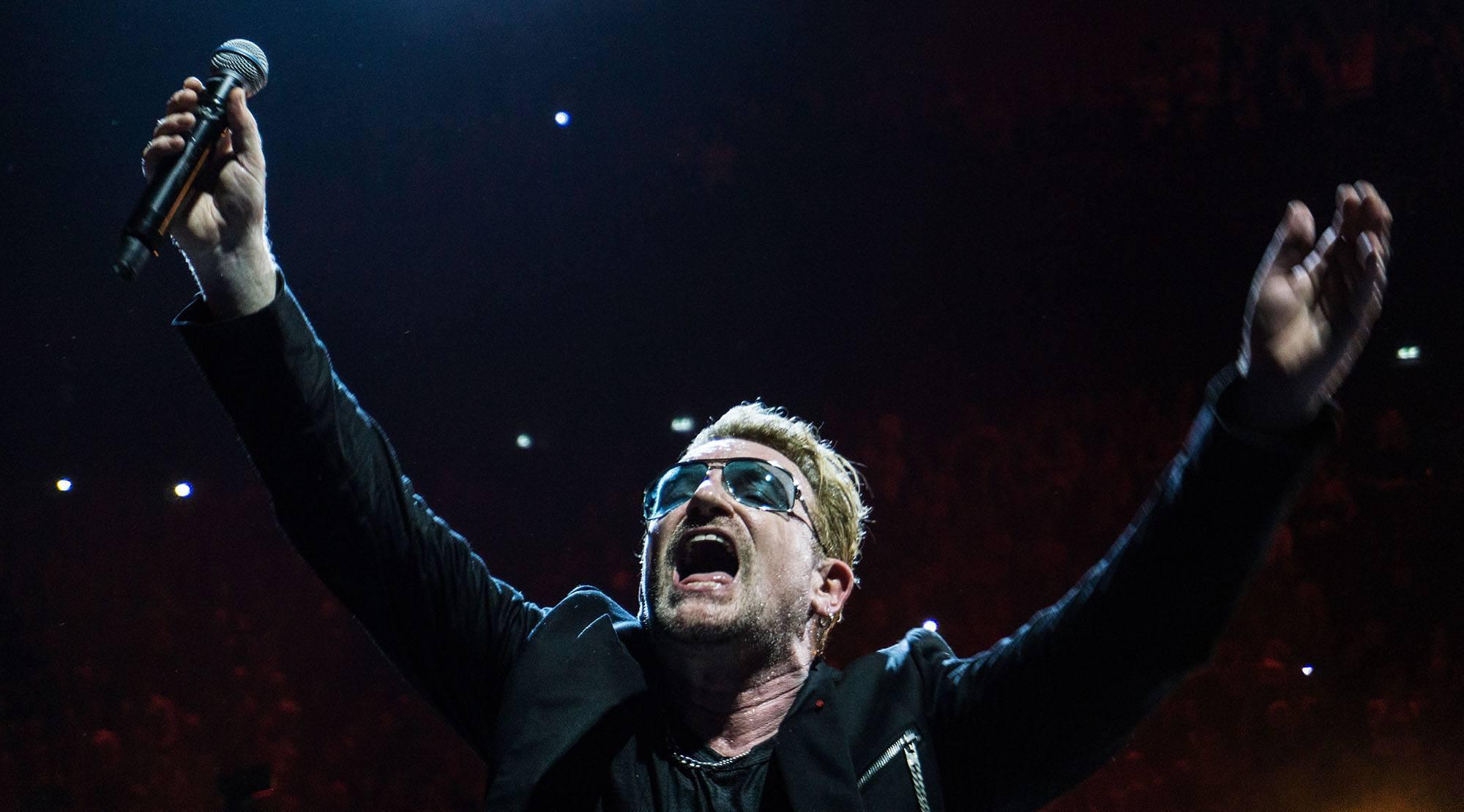 Bono of u2 performing in paris u2start remy flickr