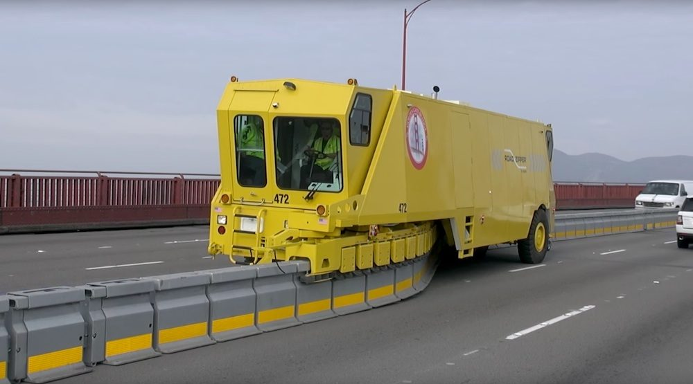 Counterflow lane moveable barrier zipper