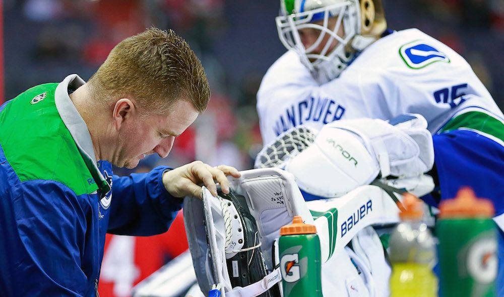 Markstrom to have season-ending surgery on knee injured at Canucks Superskills
