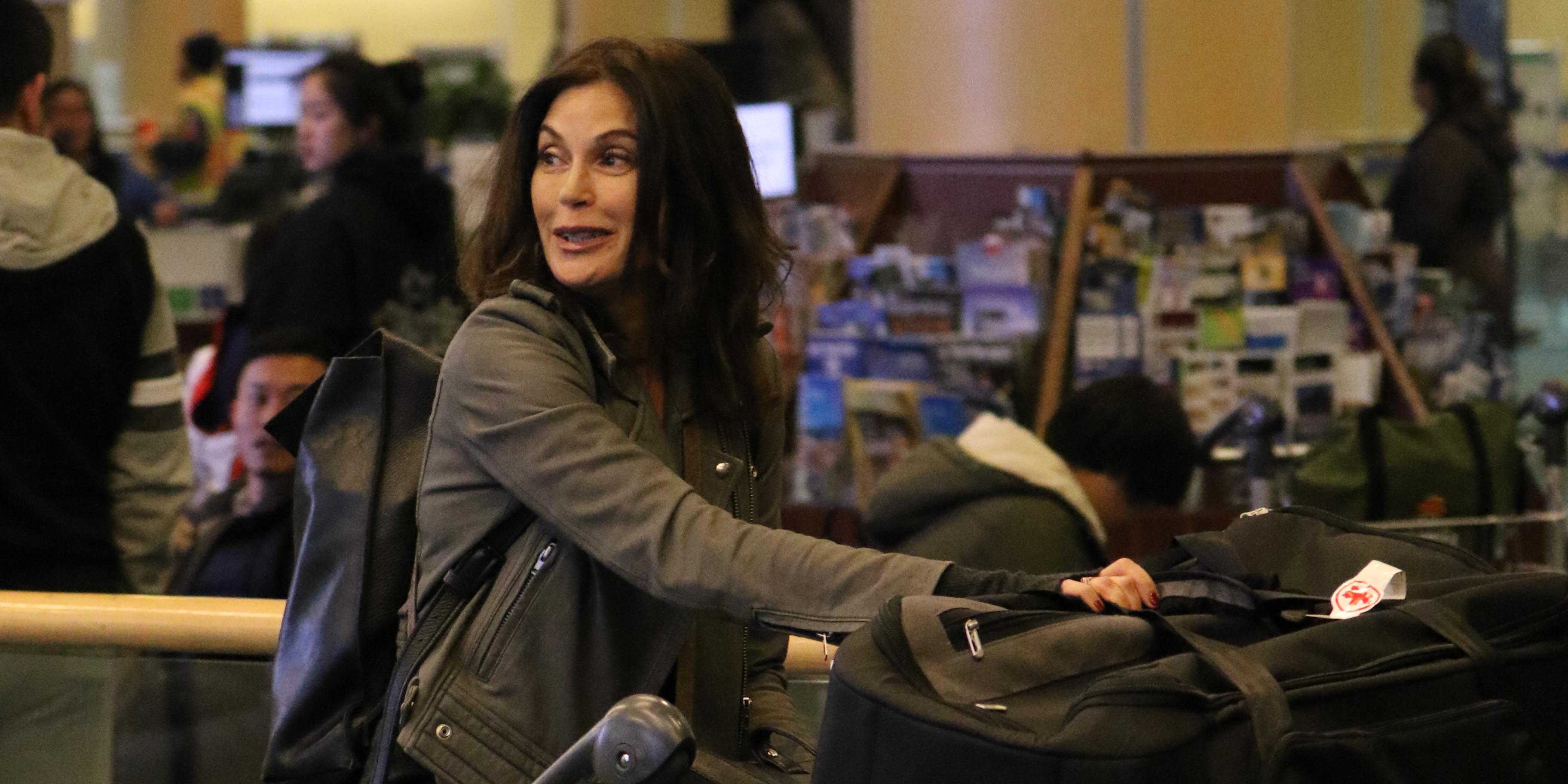 Teri Hatcher arrives in Vancouver to film Supergirl (PHOTOS)