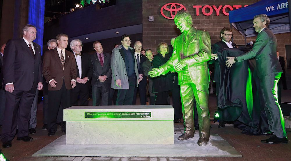 Canucks unveil Pat Quinn statue outside Rogers Arena (PHOTOS)