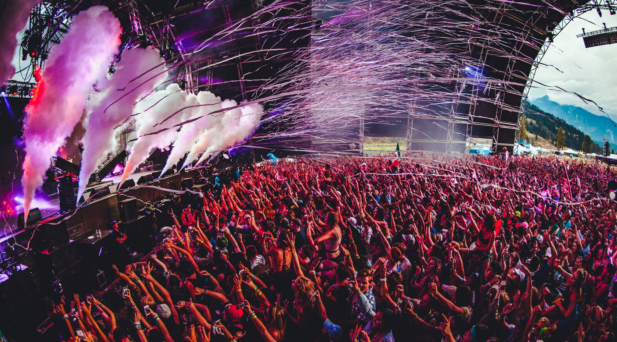 The chainsmokers play the pemberton music festival in 2016 pemberton music festival
