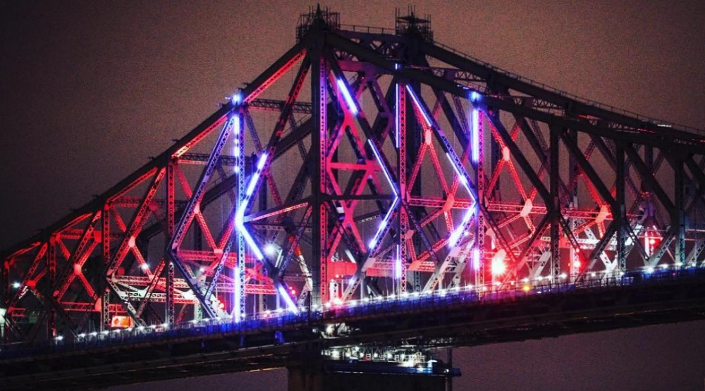 12 photos of Jacques Cartier Bridge being lit up for the first time