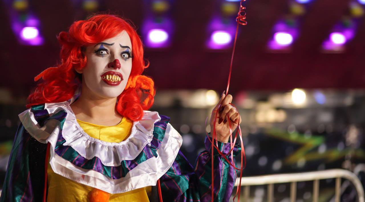 Burlesque artist brandy snifter dressed as pennywise the clown geekenders facebook