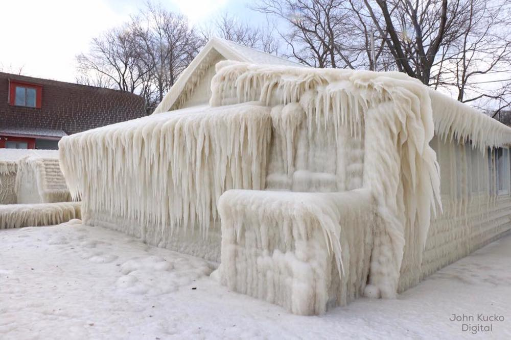 There's a REALLY frozen house on Lake Ontario (PHOTOS)