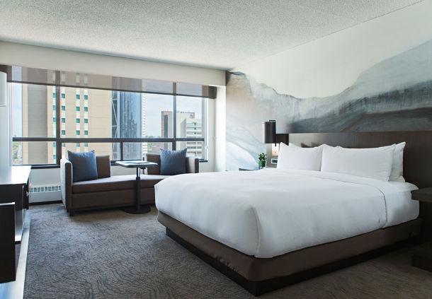 A bed at the Marriott Hotel Calgary (marriott)