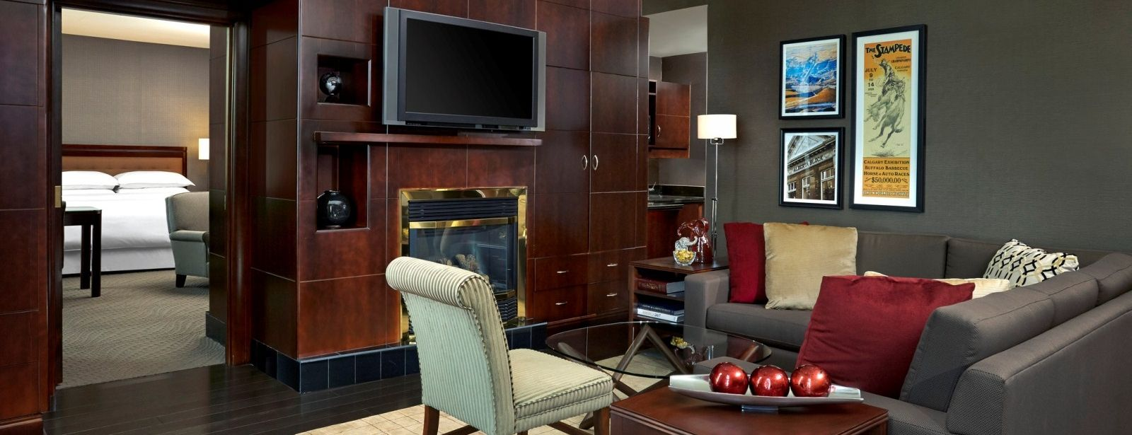 The living room at the Sharaton Presidential Suite (SheratonSuites)