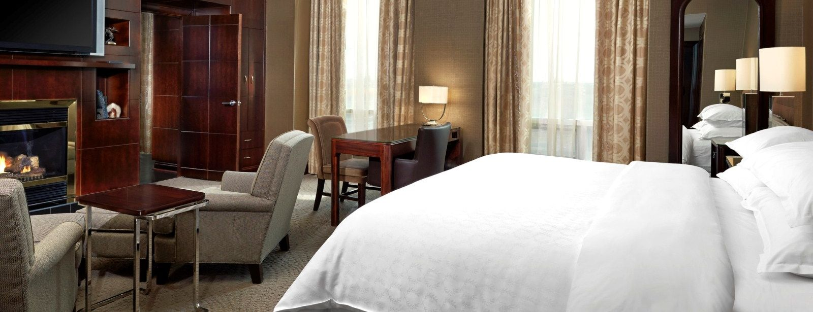 The bedroom of the Sheraton Presidential Suite (SheratonSuites)