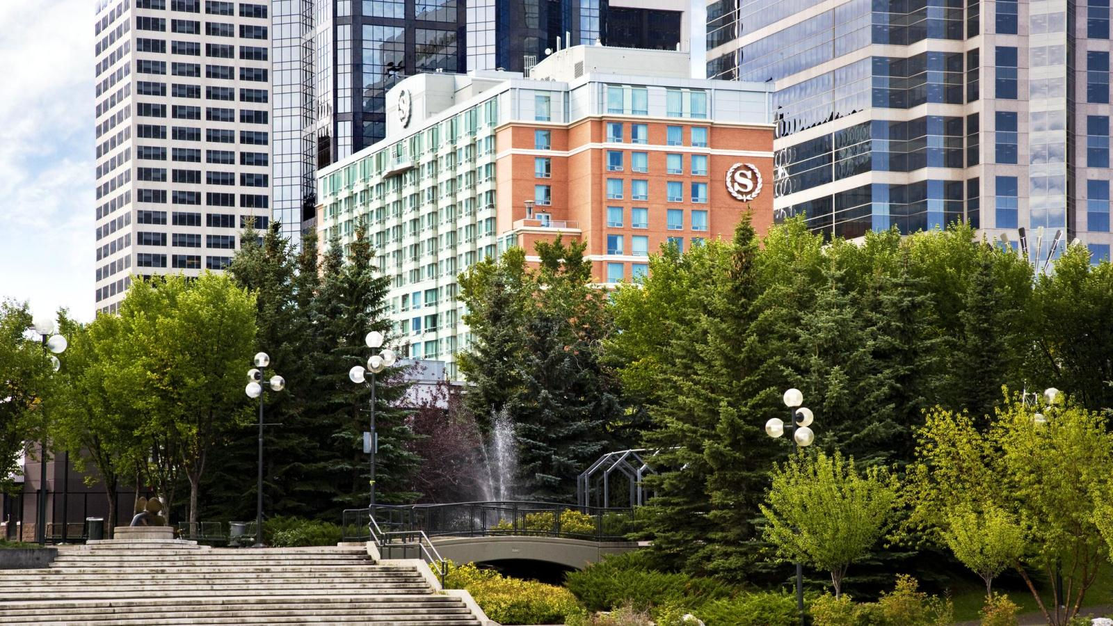 The exterior of The Sheraton Suites calgary Eau Claire (SheratonSuites)