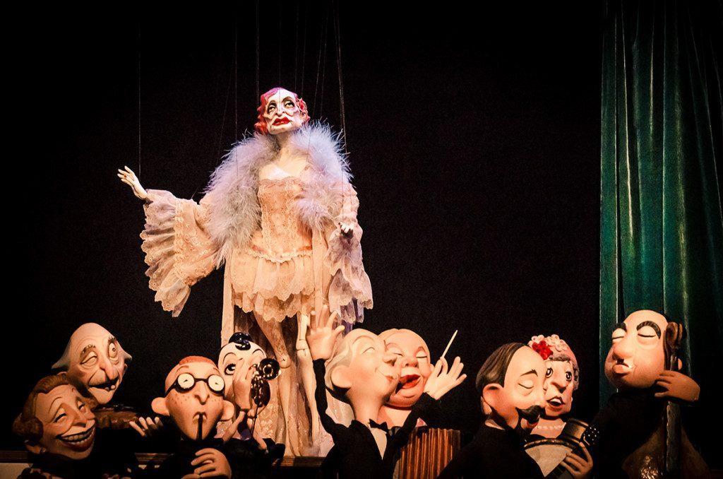 Alejandro-Santiago-Daisy-Theatre