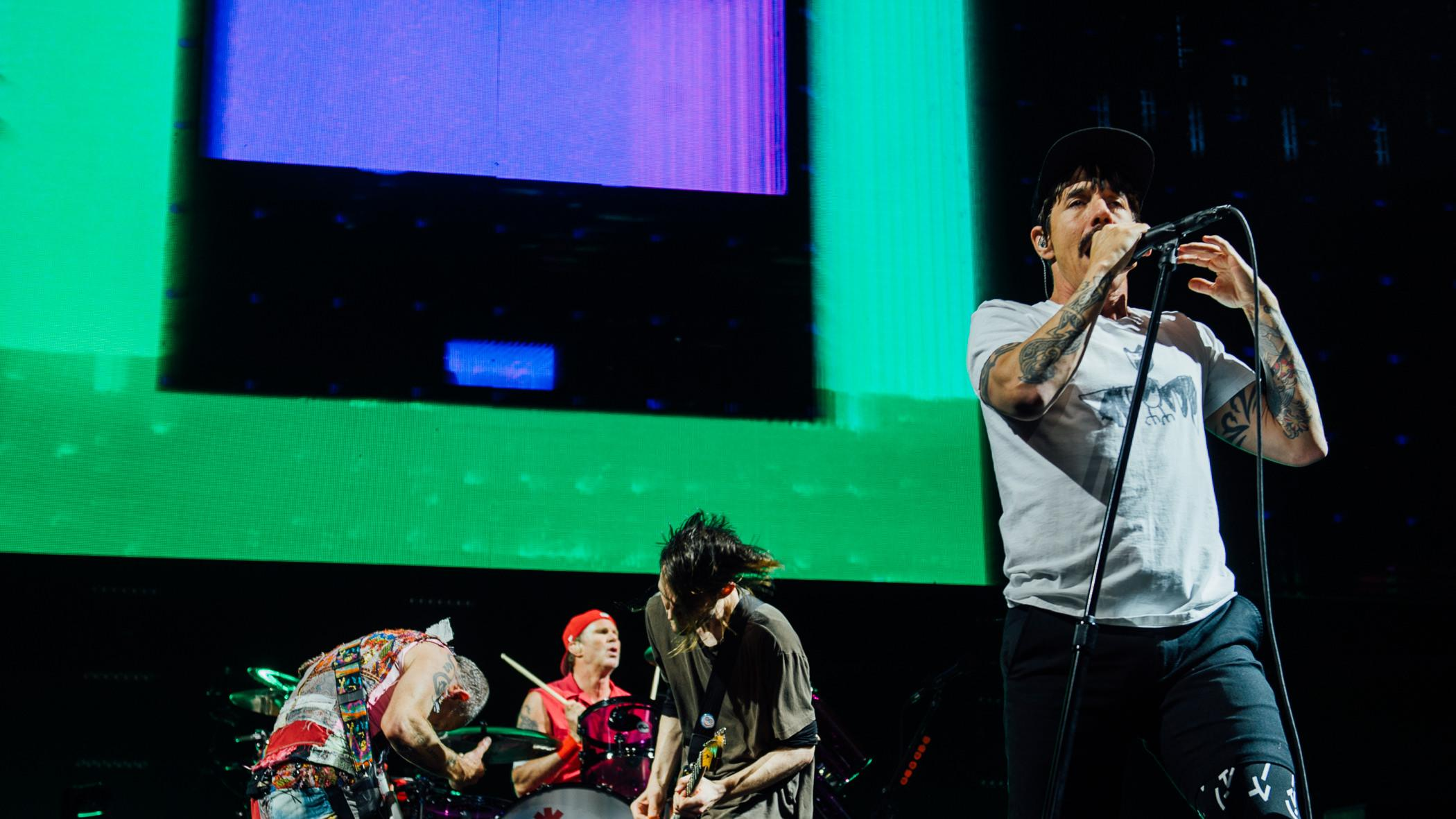 Red Hot Chili Peppers reach higher ground in Vancouver (PHOTOS)