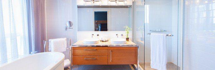 The bathroom in Penthouse Topaz (hotellecrystal.com)