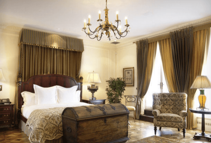 Screenshot of the master bedroom at the Penthouse Suite (Hotel Le St. James)